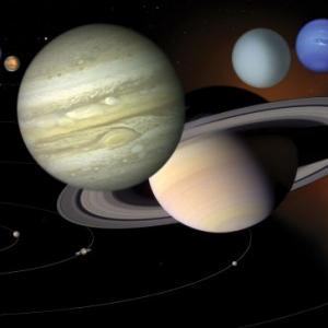 Анимация показва защо Слънчевата система не обикаля съвсем точно около Слънцето