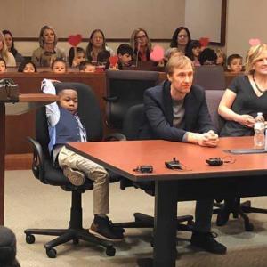 Момченце покани целия клас на осиновяването си