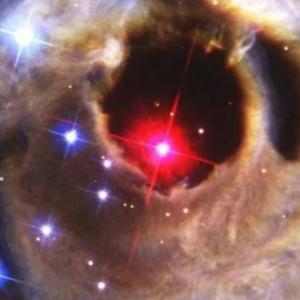 Бинарна система може да избухне и да озари небето в обозримото бъдеще