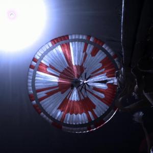 """В парашута на """"Пърси"""" е скрито тайно послание. Но не е единственото"""