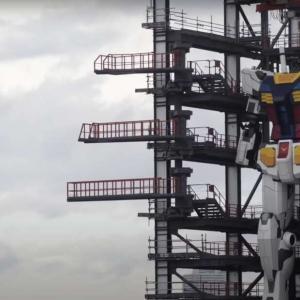 Този 18-метров робот направи първите си стъпки