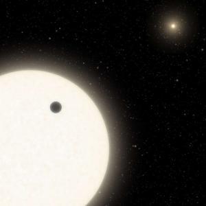 Астрономи откриха екзопланета с три сълнца