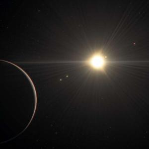Откриха звездна система с 5 коренно различни планети, орбитиращи в хармония