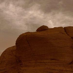Вижте как перести облаци се реят над Марс