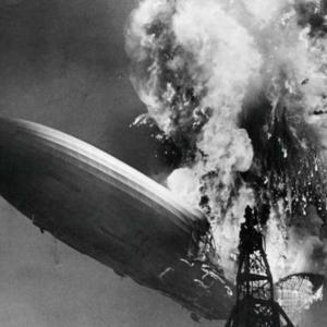 """Невероятни кадри показват катастрофата с """"Хинденбург"""" в цветове и с повишена резолюция"""