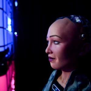 Планират масово производство на нов помощник в пандемията – робота София