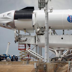 Днес SpaceX ще изпрати хора в Космоса за първи път. Ето как да гледате мисията на живо