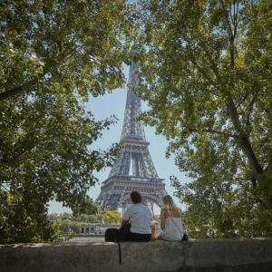 Кубинец построи копие на Айфеловата кула върху покрива на дома си