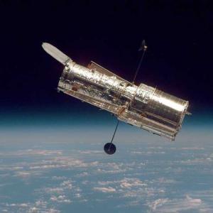 """Телескопът """"Хъбъл"""" спря да работи"""
