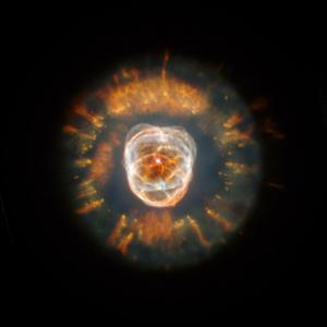 Вече знаем как умиращите звезди създават тези пленителни мандали от звезден прах
