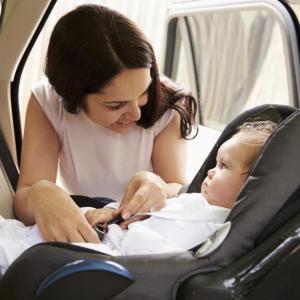 На път: бебето в столчето за кола - не по-дълго от 30 минути