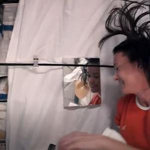 Как да ядем и да си мием косата в Космоса: Обяснението на една астронавтка