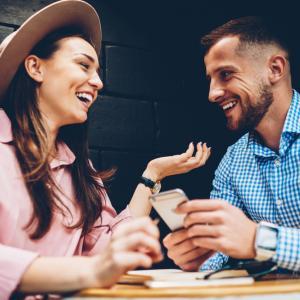Двойките с чувство за хумор имат по-силна връзка