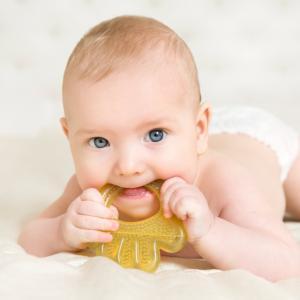 Проучване открива тревожни количества микропластмаса в бебешките изпражнения