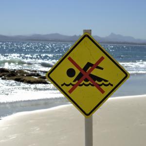 Виц: Плуването забранено