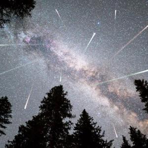 Тази нощ е пикът на Персеидите – най-грандиозния метеорен дъжд за годината