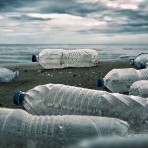 Мутирал бактериален ензим разгражда пластмасата за часове