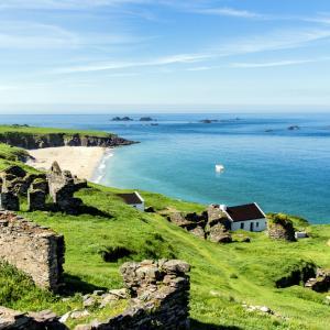 Търсят се двама приятели, които да живеят безплатно на отдалечен остров в Ирландия