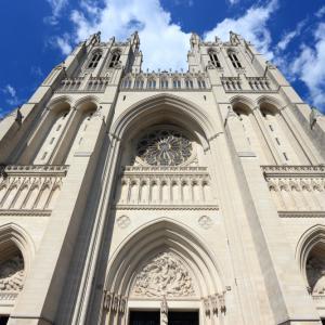 5000 респираторни маски бяха случайно открити в криптата под катедрала