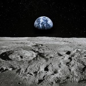 Милиардер търси 8 пътници до Луната