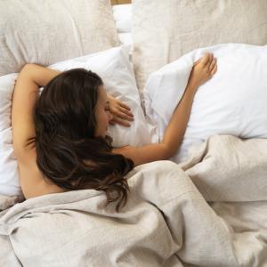 5 причини защо е здравословно да спите голи