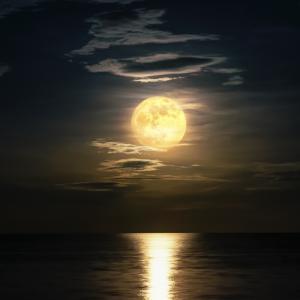 Луната упражнява силно влияние върху начина, по който спим