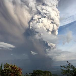 Не, вулканите не отделят повече въглероден диоксид от хората