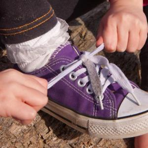 Как да научите децата да си връзват обувките