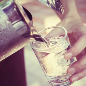 Каква вода да пием през лятото за оптимална хидратация