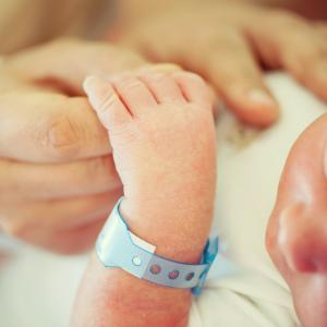 Три сестри родиха в един ден и в една болница