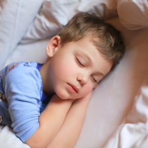 Учени: Не слагайте децата си да спят прекалено рано вечер