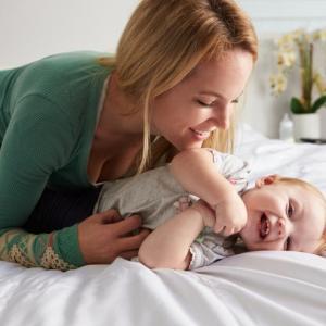 Полезно ли е гъделичкането на бебетата