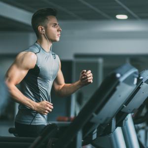 Колко често трябва да се храниш за оптимални резултати при покачване на мускулна маса?