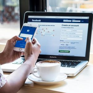 Facebook ще събира данни за придвижването на потребителите в помощ на борбата с разпространението на коронавируса