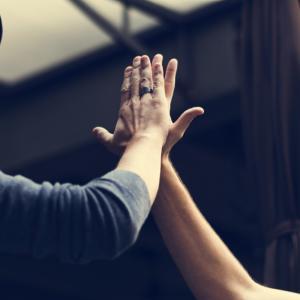 12 неща, които хората преценяват за секунди при първа среща с вас