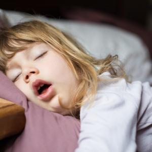 Мозъкът ви брани сънищата ви, като избира кои звуци да филтрира
