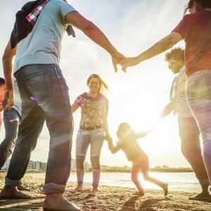 Как се преоткриват родителите и техните приятели без деца