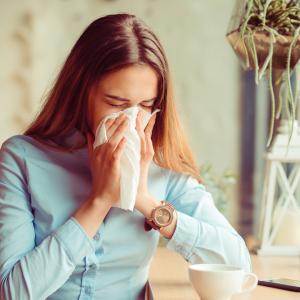 Кашляте и кихате? Бактериите остават във въздуха до 45 минути!