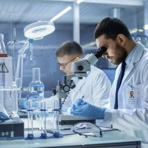 Потенциална ваксина срещу COVID-19, финансирана от Бил Гейтс, вече се тества върху доброволци