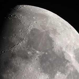 """Земното притегляне """"масажира"""" Луната"""