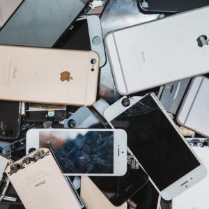 Колкото два айфона на боклука: Всяка трансакция с биткойн генерира електронни отпадъци
