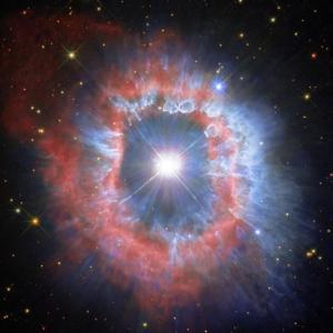"""""""Хъбъл"""" засне окото на масивна звездна експлозия"""