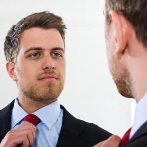 Мъжете или жените са по-нарцистични?