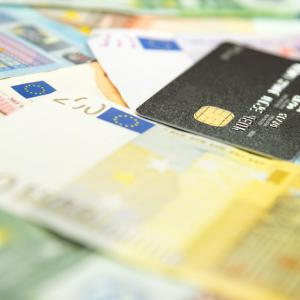 Кеш или кредитна карта? Как вредим по-малко на природата