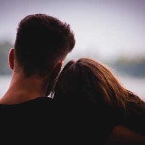 Променят ли се критериите ни за идеалния партньор, когато се влюбим?