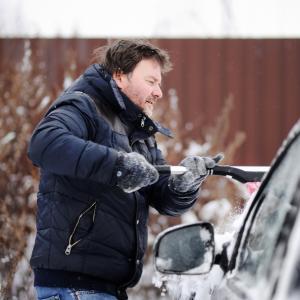 Не загрявайте двигателя на колата, когато е студено