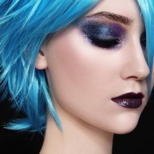 Защо нямаме естествено синя коса?