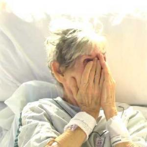 Вижте как булка изненадва баба си в деня на своята сватба