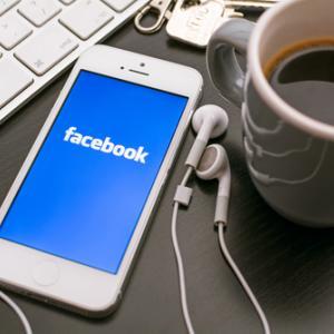 Науката обяснява защо се изкушаваме да проверяваме Facebook постоянно