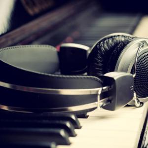 Чуйте изолираните вокали на 11 популярни песни